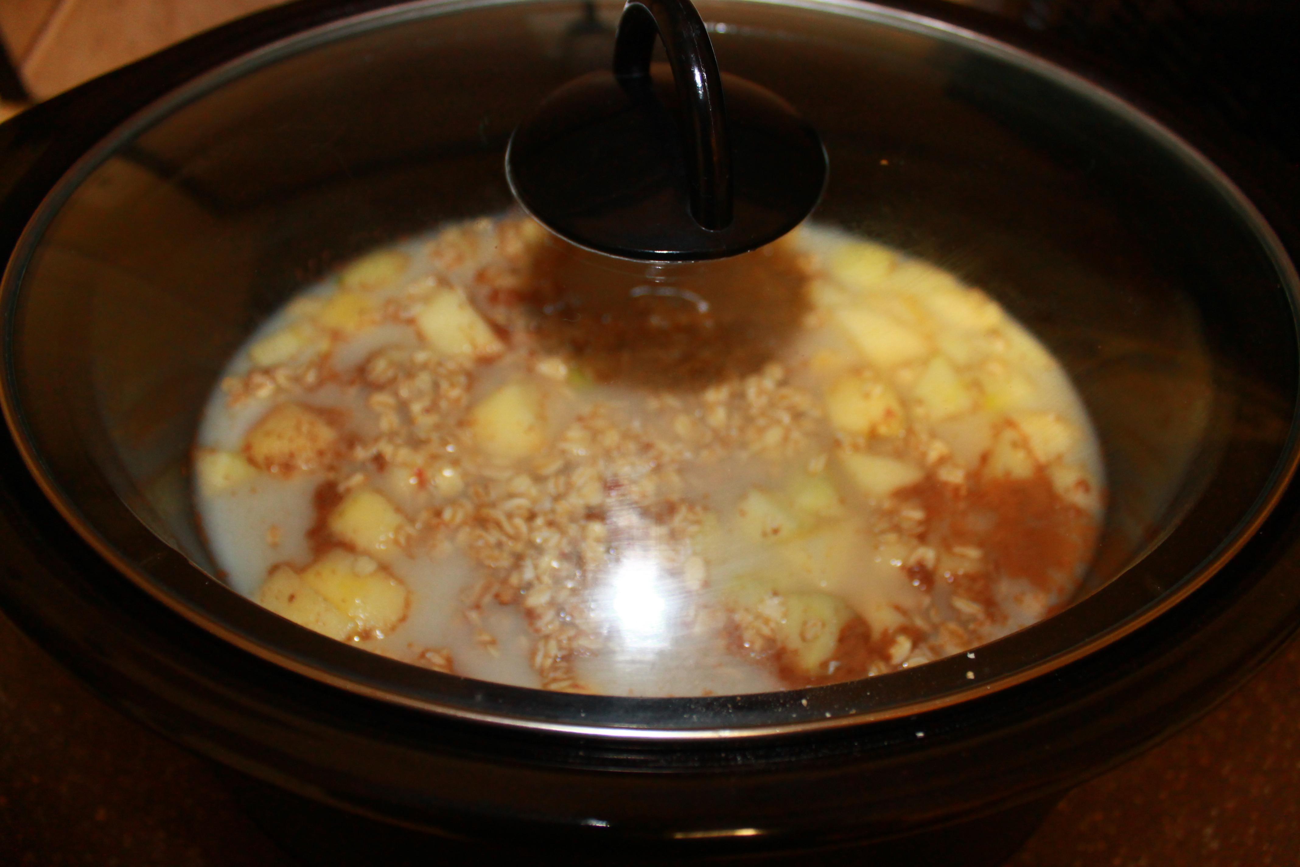 Overnight Apple, Cinnamon and Brown Sugar Oatmeal | MommaAlwaysKnows